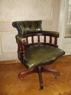 Lovely English desk chair