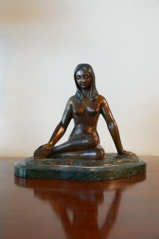 Beatiful early 20thC bronze figure.Very nice colour !